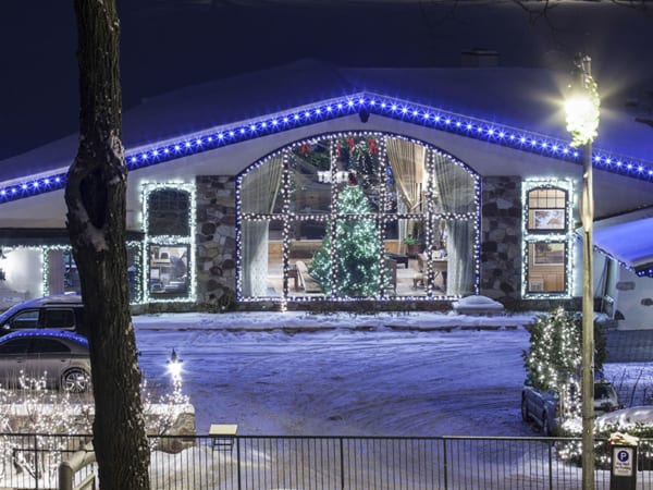 Ski Groups - Christmas lights and decorations