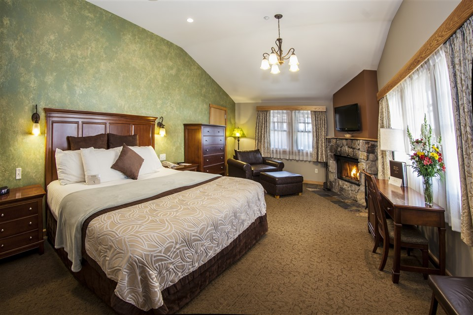 Wright Peak bedroom (960 x 640)
